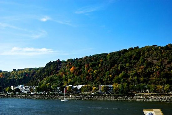 Croisieres AML: Hills in autumn splendour