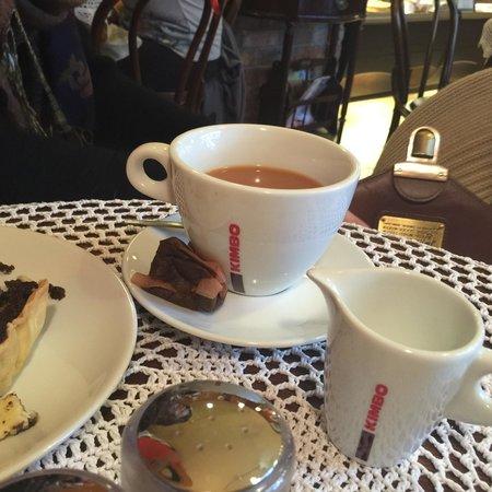 Cafe del Art: Little dish for teabags?