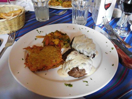 Restaurante Las Antorchas: Medallones con salsa de queso azul!