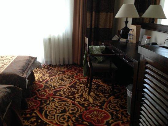 Hotel Columbus: coté bureau dans la chambre