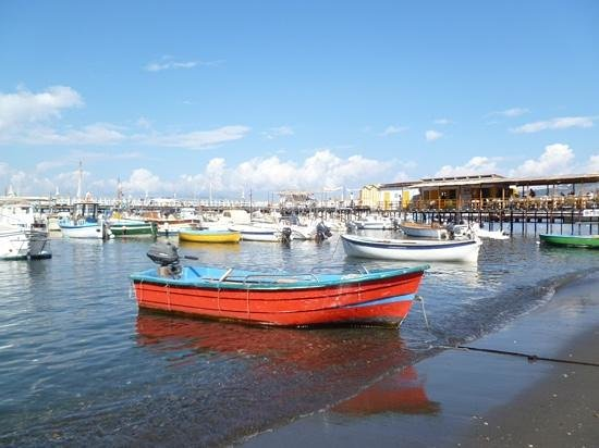 Hotel del Mare: An old fashioned fishing harbour