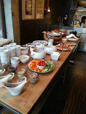 Backstage Hotel Vernissage: Frühstücksbuffet mit Gemüse