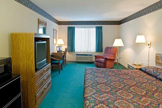Americas Best Value Inn - Tahquamenon Country: King Standard