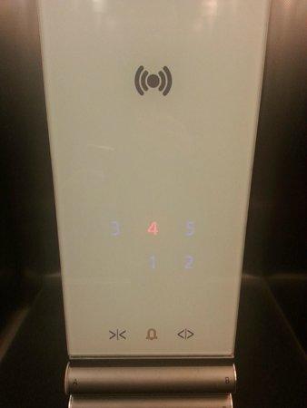 IQ Hotel : Лифт