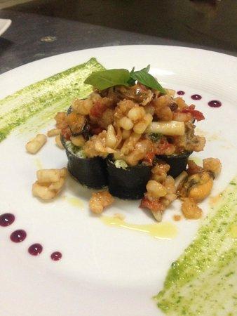 La Smorfia: Cannelloni neri alla ricotta e broccoletti con ragout di pesce