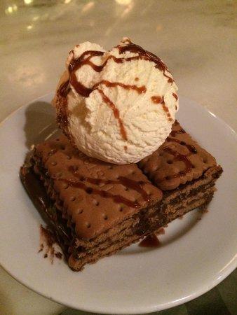 La Gran Pulperia: Tarta casera de galleta con chocolate y helado 7 euros