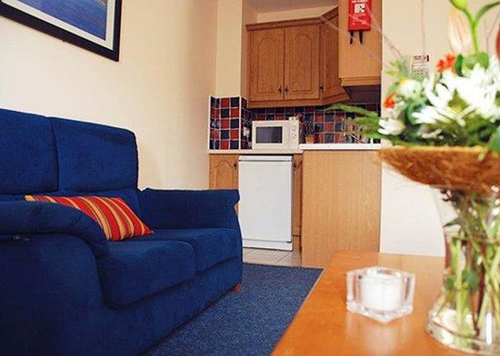Quality Hotel And Leisure Centre: Spacious Suite With Sitting Area