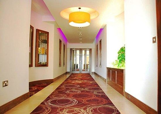 Quality Hotel And Leisure Centre: Spacious Lobby