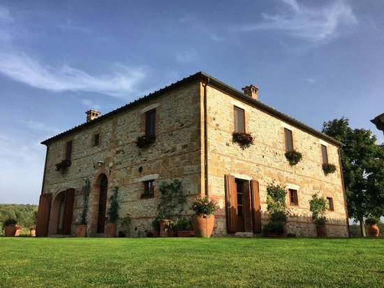 Podere Dionora: The main inn building