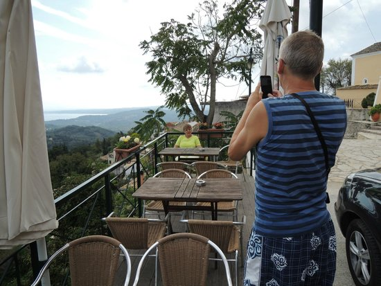 Balis Taverna: Balis Cafe terrace
