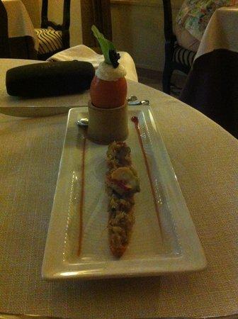 L'authentic : Mise en bouche : oeufs à la coq, homard sur lit de légumes