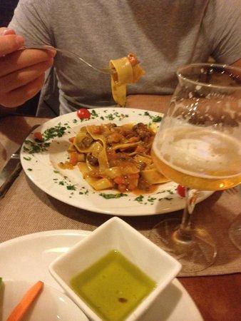 La Cantina del Macellaio : Pappardelle al ragù di lepre e birra Made in Calabria
