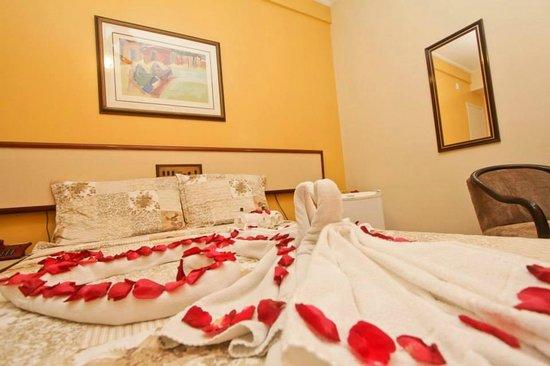 Hotel Cidade: Quarto com decoração romântica