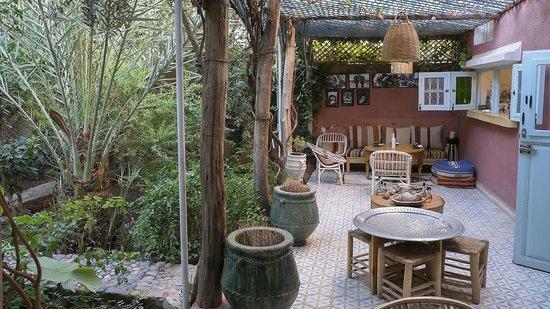 Maison d'hotes Dar Farhana: Le patio où est servi déjeuner et diner