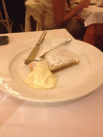 Ottone Primo : Tortino di mele con crema chantilly 8€