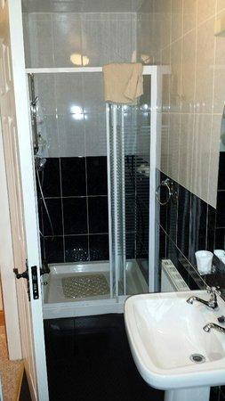 Watersedge Kenmare: bathroom