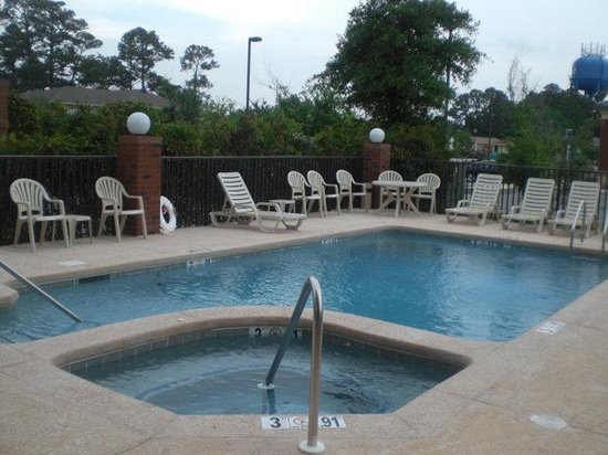 Holiday Inn Express Hotel & Suites Gulf Shores: Crisp, Clear, Oudoor Swimming Pool and Hot Tub