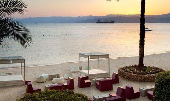 Kempinski Hotel Aqaba Red Sea: The Black Pearl Beach Lounge