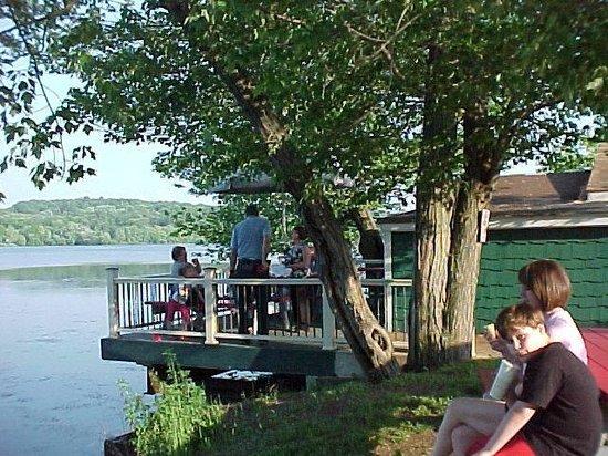 Nassau, Estado de Nueva York: PLG - Outdoor lakeside dining