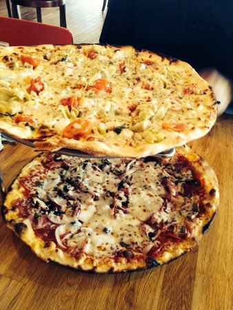 The Filling Station: Cock and Spartan pizza