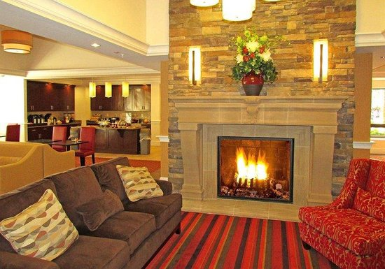 Penn Wells Hotel: Lobby Fireplace
