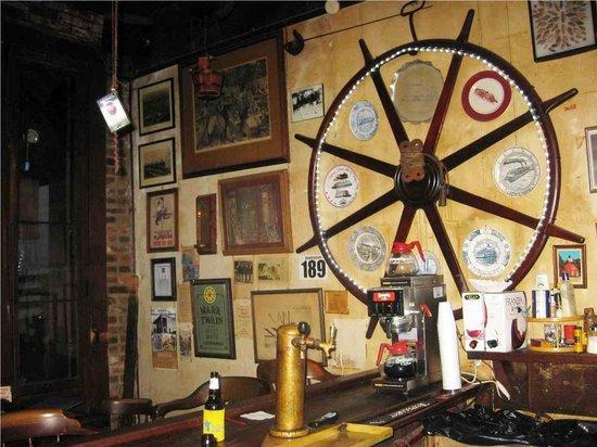 Natchez, MS: inside the saloon