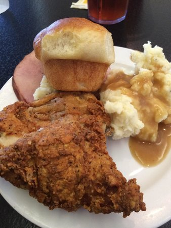 The Willow: Ham, mashed potatoes, gravy, roll and fried chicken!