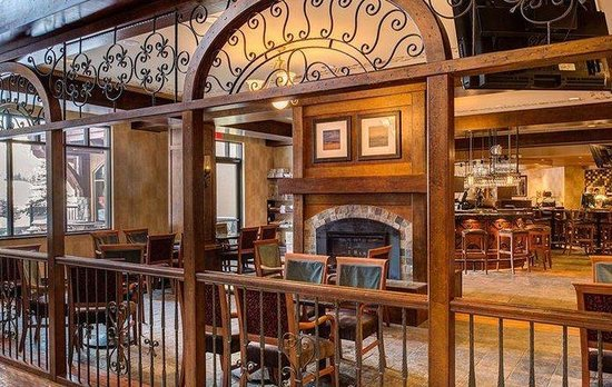 Residences at Sun Peaks Grand: Dining
