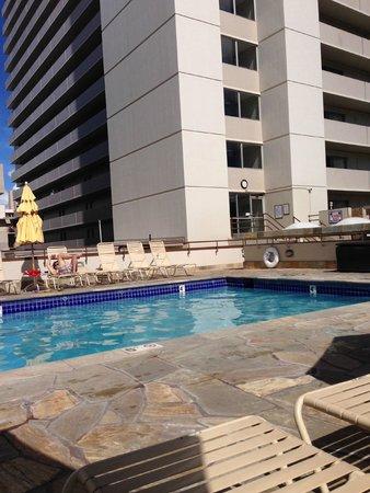 Ambassador Hotel Waikiki: Lovely pool area