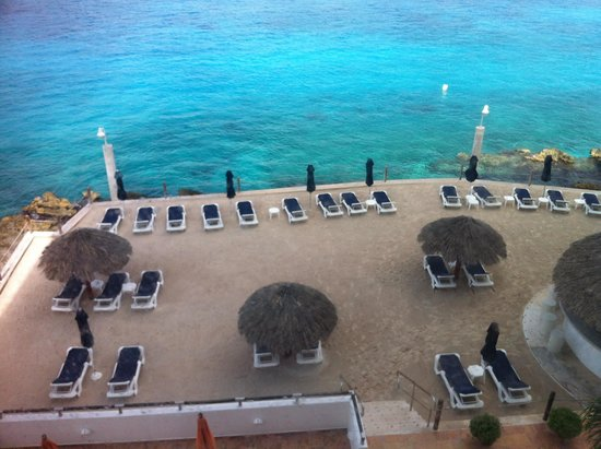 Coral Princess Golf & Dive Resort: view from roon