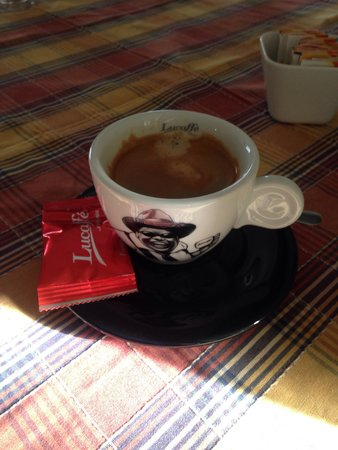 Yendegaia House: Café, café