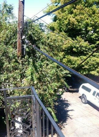 Royal Street Inn and R Bar: Power lines near balcony railing
