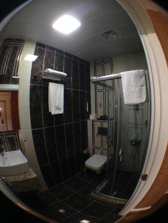 Hotel Black Tulip: Bathroom