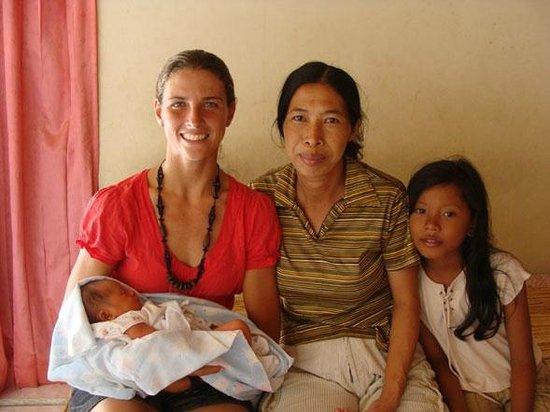 Sandat Mas : eu com a esposa do Wayan e o bebé recé-nascido