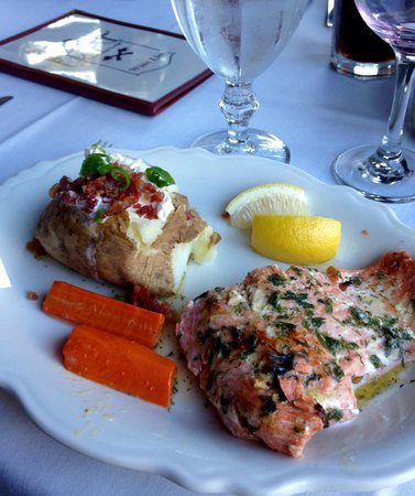 The Broad Axe Lodge: Salmon with dill butter