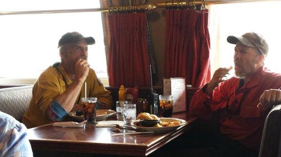 Fast Eddy's Restaurant: clientes a la espera