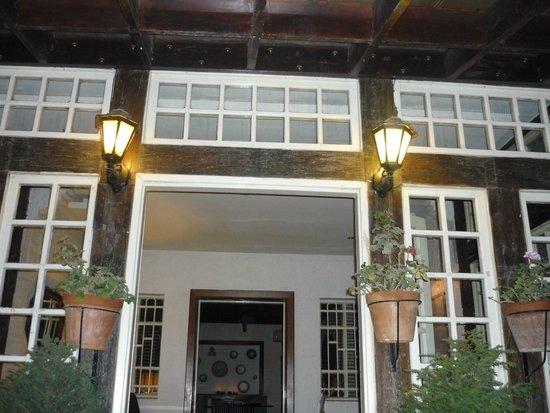 entrance of Bonita Inn
