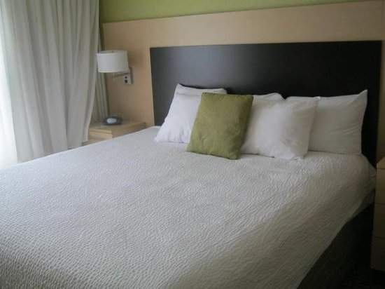 TownePlace Suites Sudbury : Kings size bed