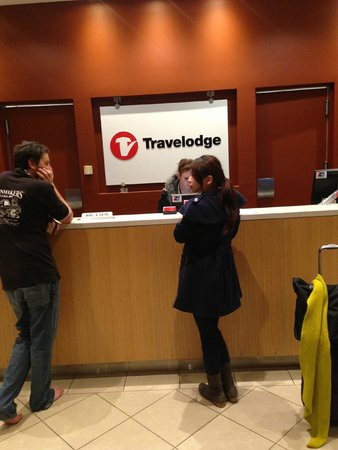 Travelodge Hotel Melbourne Southbank: counter