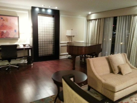 Suite 1032 Living Room Piano   Picture Of InterContinental Kansas ...