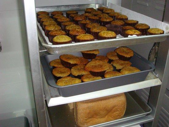 Ai Di Kang Jian Kang Mei Shi: Love his Australian meat pies!