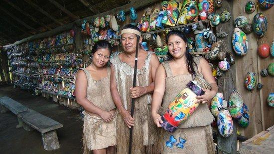 Arenal Mundo Aventura : Learning about Maleku culture.
