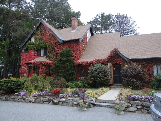 Ivy Manor Inn - Village Center: Fabulous food and great fun.  Beautiful home.