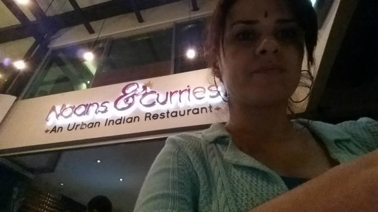 """Naans & Curries : They offered me a """"bindi"""", symbol used by Hindu women to indicate that they are engaged or marri"""