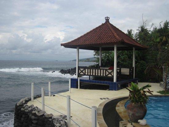 Kebun Impian: Gazebo menghadap ke laut