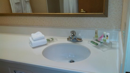 Baymont Inn & Suites Mishawaka South Bend Area: Country Inn & Suites Mishawaka