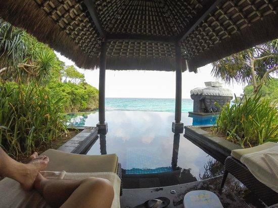 Shangri-La's Boracay Resort & Spa: Infinity Pool - One of two cabanas