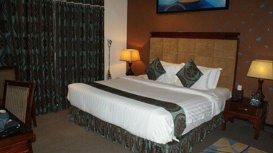 Emirates Park Resort: Good size bedroom.