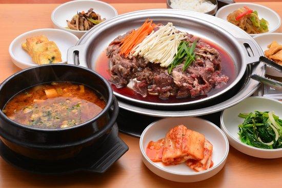 Seoul One : プルコギ 味噌チゲ 食べ放題小皿