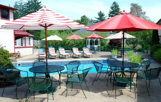 Ligonier Country Inn: Pool Area